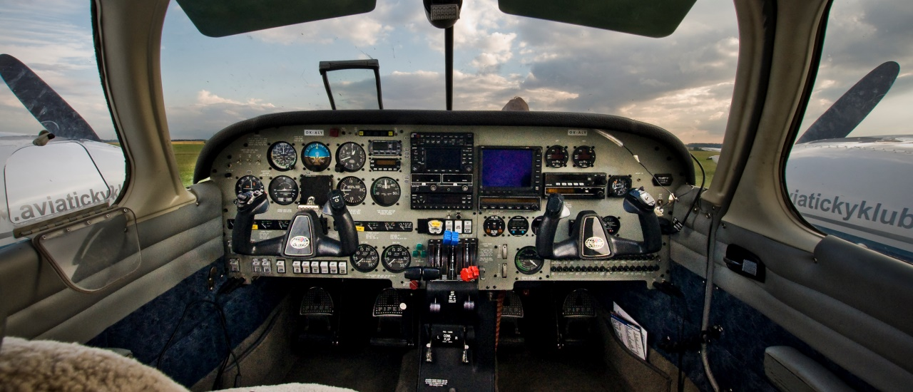 Мечтаешь стать пилотом? Примерь на себя должность второго пилота в Праге, окунись в будни авиации с профессионалом